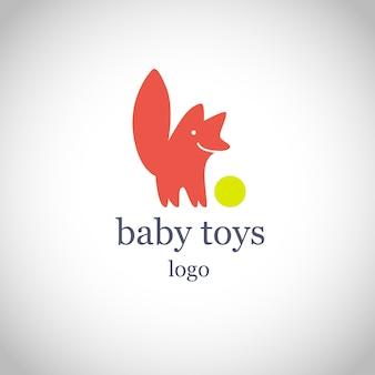 Простой плоский детский логотип. детские, детские фирменные товары, магазин игрушек, магазин. red fox, собака, улыбаясь с иконой зеленый шар, изолированные на белом фоне. забавный милый животный персонаж с большим хвостом.