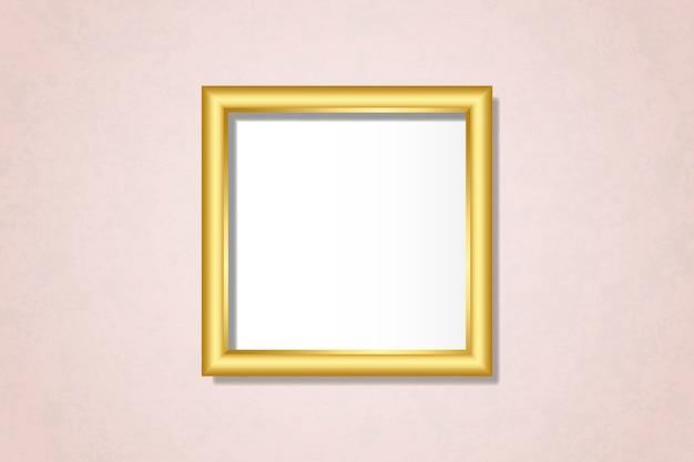 壁にシンプルなゴールデンフレーム