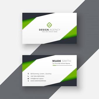 Простой дизайн зеленой геометрической визитки