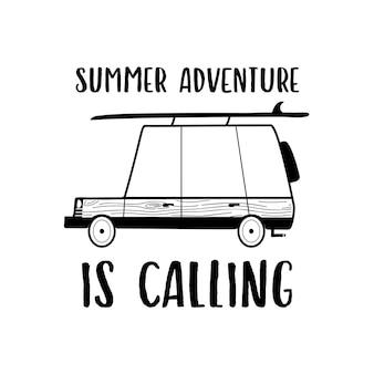 캠핑카와 summer adventure is calling 글자가 있는 단순한 선형 스타일 벡터 티셔츠 디자인