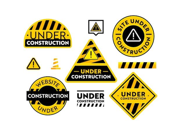 건설 배너 설정에서 사이트입니다. 검은색과 노란색 줄무늬, 테이프, 콘 및 느낌표 흰색 배경에 고립 된 웹사이트 유지 보수 경고 표지판. 벡터 일러스트 레이 션, 아이콘
