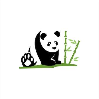 座っているパンダの野生動物と自然