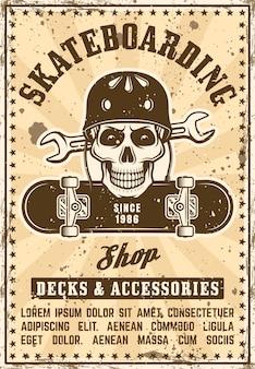 ヘルメットとボードに頭蓋骨とビンテージポスターを宣伝するスケートショップ