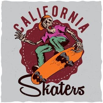 스케이트 보드를 재생하는 골격의 일러스트와 함께 스케이트 보드 티셔츠 라벨 디자인. 손으로 그린 그림.