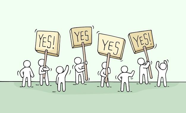 Эскиз толпы человечков. doodle милая миниатюрная сцена рабочих с транспарантами протеста. ручной обращается мультфильм для бизнес-дизайна и инфографики.