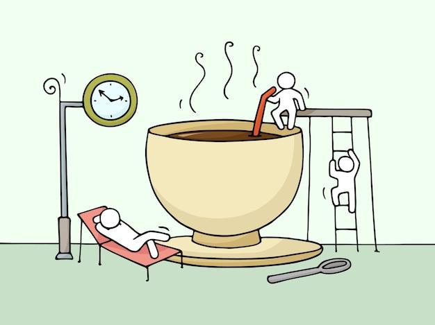 Эскиз отдыхающих маленьких людей чашкой кофе.