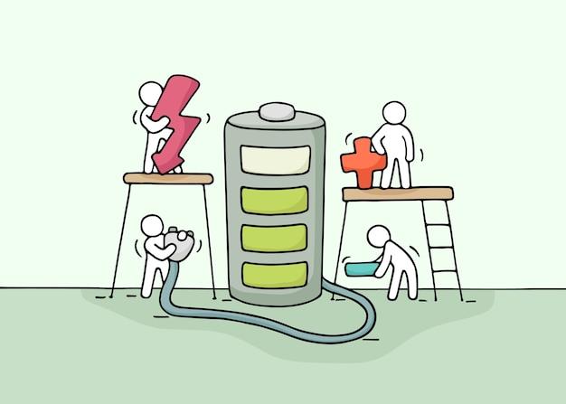 Эскиз рабочих человечков с батареей. doodle милая миниатюрная сцена рабочих с зарядным устройством. рисованной иллюстрации шаржа.