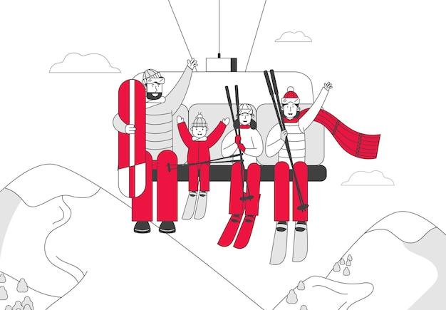 Семья родителей и детей лыжников и скейтбордистов поднимается на гору