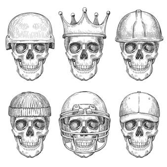 Череп в шляпах. персонажи с мертвой головой с короной, бейсболкой и шлемами, монохромный рисунок, художественный принт для дизайна рубашки или векторный набор тату. страшные элементы с различным головным убором, изолированные на белом фоне