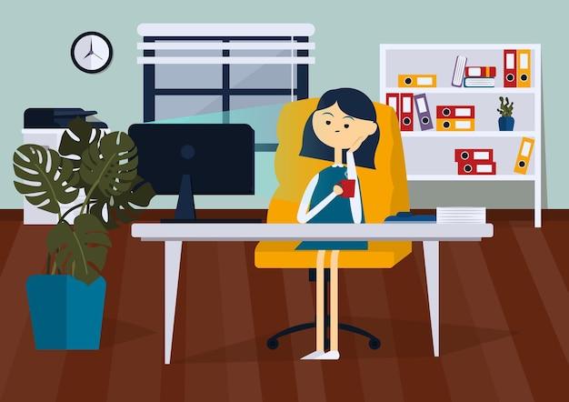 Спящий бизнесмен, сидя на офисном стуле, он держит чашку кофе