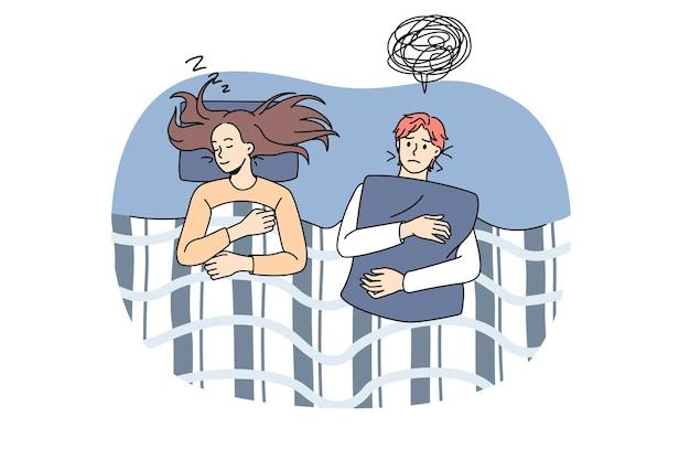 Бессонное беспокойство людей в ночное время. векторная иллюстрация проснувшейся пары ночью, страдающей бессонницей