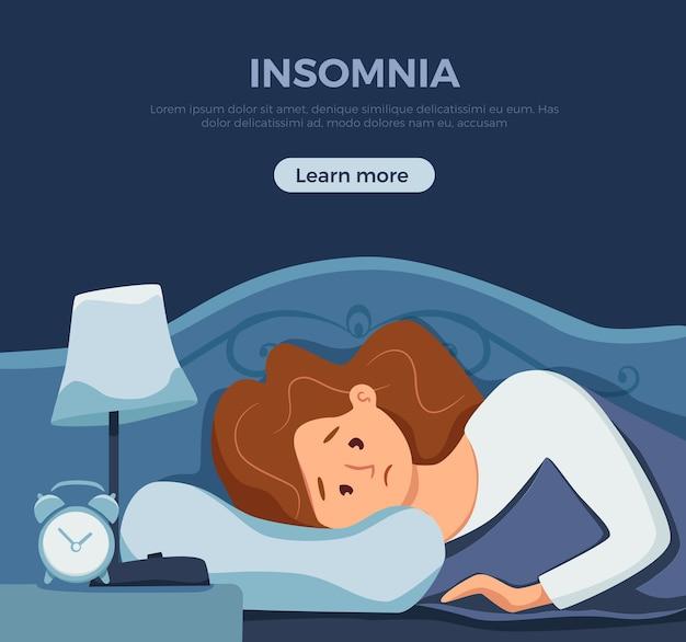 침대에서 졸린 깨어있는 여성이 불면증으로 고통받습니다.
