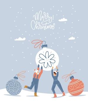 Маленькие счастливые персонажи, мужчина и женщина, готовятся к рождеству. крошечные человечки держат в руках огромный елочный шар ...