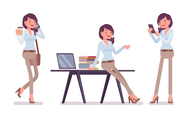 オフィスでスマートカジュアルな女性