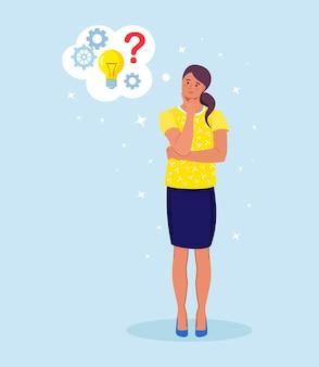 Умная женщина думает или решает проблему. задумчивая девушка с пузырями мысли, вопросительными знаками, лампочкой.