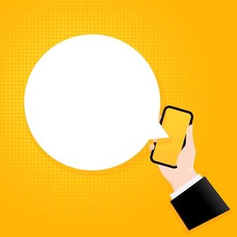 バブルテキスト付きのスマートフォン。テキストが空白のポスター。コミックレトロスタイル。電話アプリの吹き出し。ベクトルeps10。背景に分離。