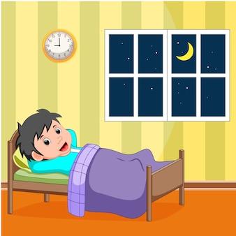 침대에서 자고있는 어린 소년 미소