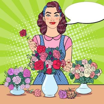 花の束を作る笑顔の女性の花屋