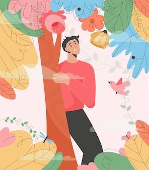 Улыбающийся парень гуляет в волшебном лесу, человек стоит за деревом