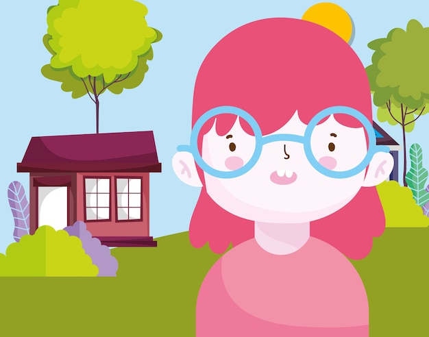 Улыбающаяся маленькая девочка в парке природы на открытом воздухе