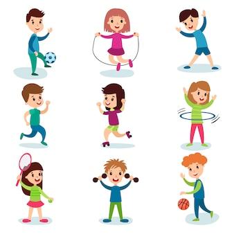 Улыбающиеся маленькие дети персонажи занимаются различными видами спорта и играют в спортивные игры, дети физические упражнения мультфильм иллюстрации