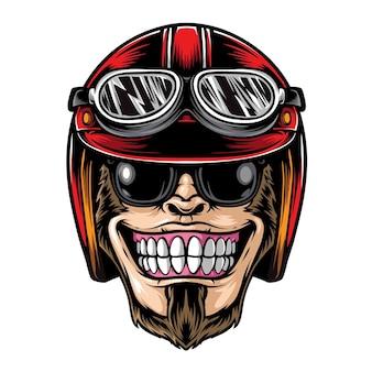 ヘルメットをかぶって笑顔の猿