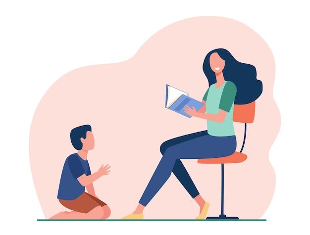 Улыбающаяся мать сидит и читает книгу сыну. иллюстрации шаржа
