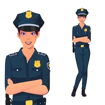 腕を組んで立っている笑顔の警察の女性