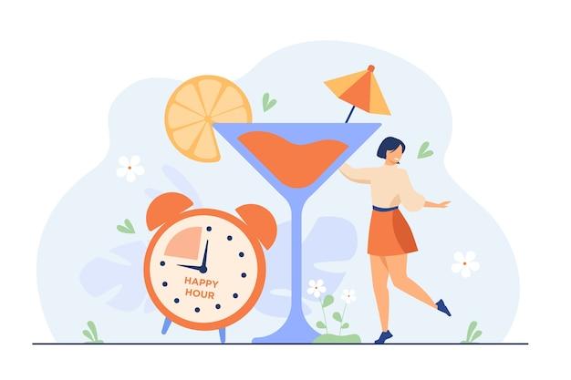Улыбается крошечная женщина, пьющая алкоголь в счастливые часы плоской иллюстрации.