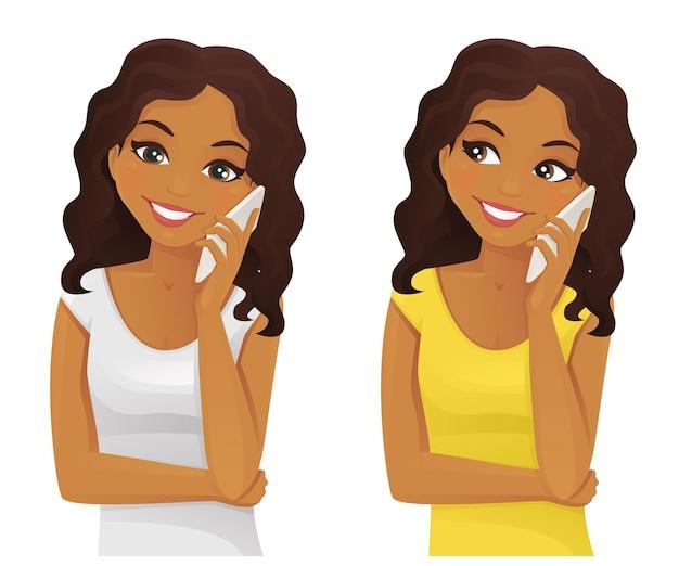 白い背景で隔離の笑顔の女性の電話の話