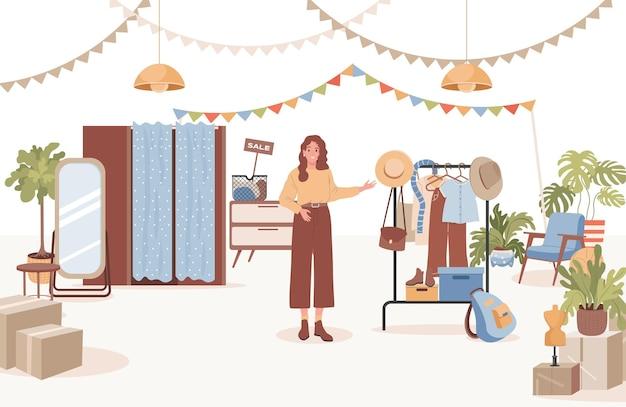 Улыбающаяся женщина продает винтажную одежду