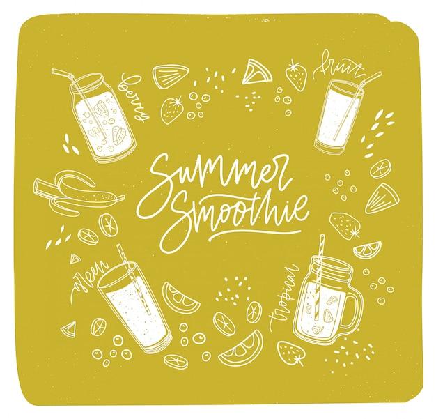 Летняя надпись smoothie написана курсивным шрифтом в окружении освежающих напитков или свежих вкусных напитков и очертаний экзотических фруктов, ягод, овощей. рисованная иллюстрация