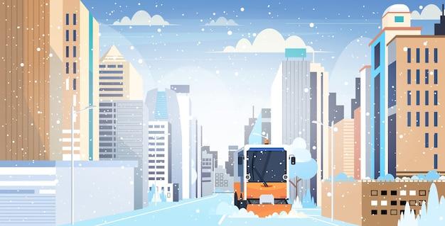 除雪冬の除雪後の都市道路の清掃