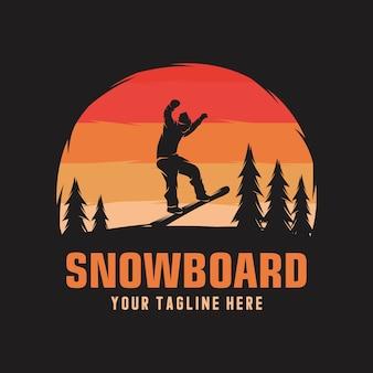 日没の背景にスノーボードエンブレムイラスト男