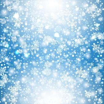 Fiocchi di neve sullo sfondo del cielo blu sfondo di forme geometriche di fiocchi bianchi naturali