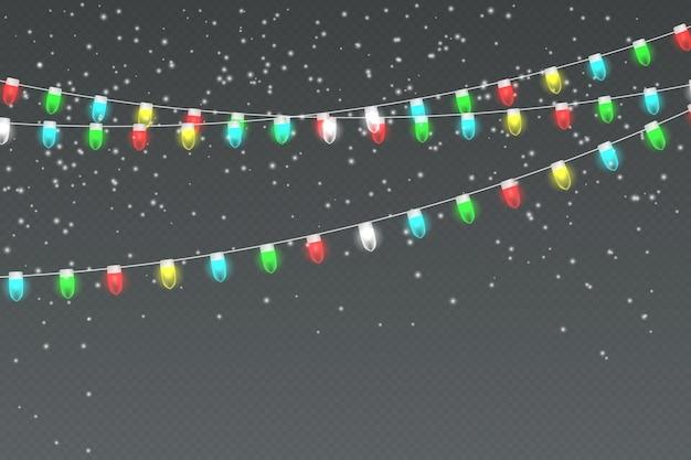 軽い花輪、降る雪、雪片のある雪の降る夜。休日の冬の風景