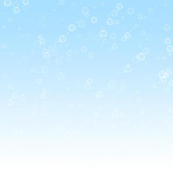 비누 거품 크리스마스 배경입니다. 겨울 하늘 배경에 미묘한 비행 눈 조각과 별. 멋진 겨울 은색 눈송이 오버레이 템플릿입니다. 뛰어난 벡터 일러스트 레이 션.