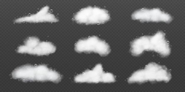 거품이 있는 비누 거품. 현실적인 샴푸 화이트 비눗물. 목욕과 샤워 거품 구름. 세탁 세제 3d 세척 거품 질감 벡터 세트