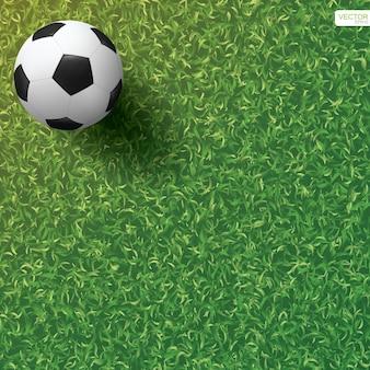 Футбольный мяч на зеленой траве фона футбольного поля. векторная иллюстрация.