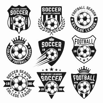 黒のエンブレム、バッジ、ラベルまたはロゴのサッカーセット