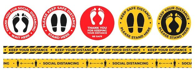 社会的距離フロアステッカー。足と靴のプリントが付いた警告サインをここでラウンド待機します。安全な距離テープを保管してください。 covidサイネージベクトルセット。コロナウイルス病の流行からの保護