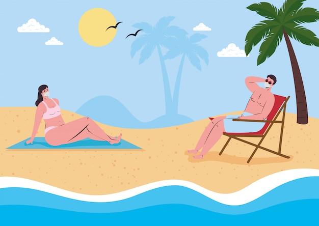Социальное дистанцирование на пляже, пара в медицинской маске держит дистанцию на пляже, новая нормальная летняя пляжная концепция после коронавируса или ковидности 19