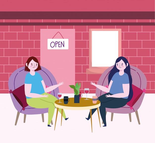 Социальный дистанционный ресторан или кафе, женщины сидят за столом, разговаривают с кофейными чашками и вином