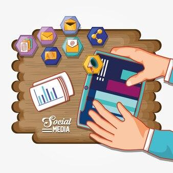 ソーシャルメディア、木製の背景を持つアイコンを設定