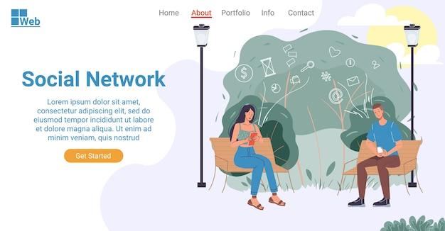 人間の生活のランディングページのデザインにおけるソーシャルネットワーク。ネットワーキング、お金を稼ぐ、トレーニング、郵送、友人とのチャットにスマートフォンを使用して公園のベンチに座っている若い男性女性。オンラインコミュニケーション