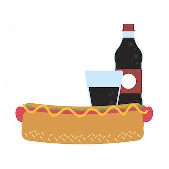 Бутылка соды и чашка с хот-догом