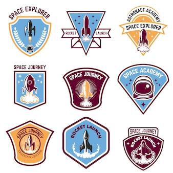 Эмблемы космического лагеря. запуск ракеты, академия космонавтов. элементы для логотипа, этикетки, эмблемы, знака. иллюстрации.