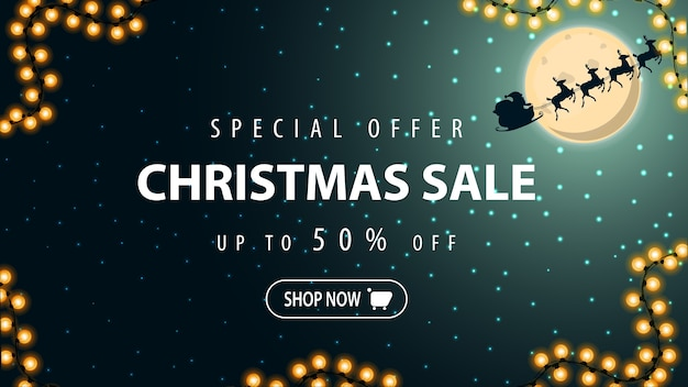 Специальное предложение, рождественская распродажа, скидка до 50, баннер со звездным небом, полной луной и силуэтом санта-клауса в небе.