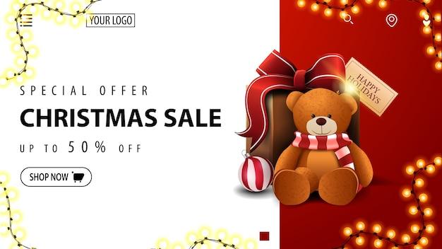 Специальное предложение, рождественская распродажа, скидка до 50, бело-красный баннер со скидкой для веб-сайта с подарком с мишкой тедди