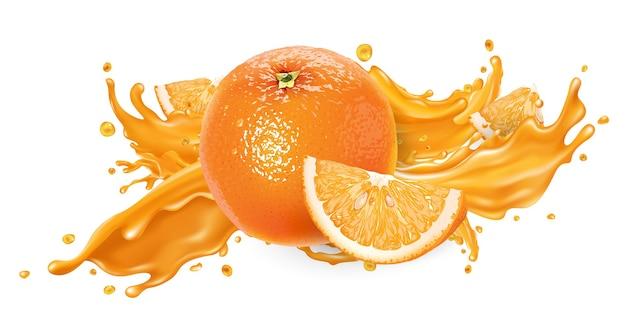 フルーツジュースと新鮮なオレンジのスプラッシュ。